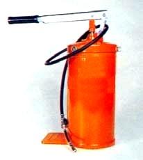 Pompa con serbatoio per ingrassaggio