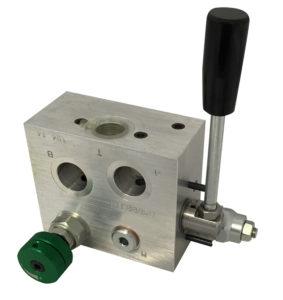 Rotodeviatore con valvola limitatrice di pressione e strozzatore flangiabile mediante viti cave su motori SAM HYDRAULIK AG-AR